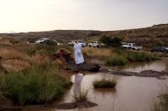 بالصور.. أمطار أحد رفيدة تجذب الأهالي لمنتزه الحبلة - المواطن