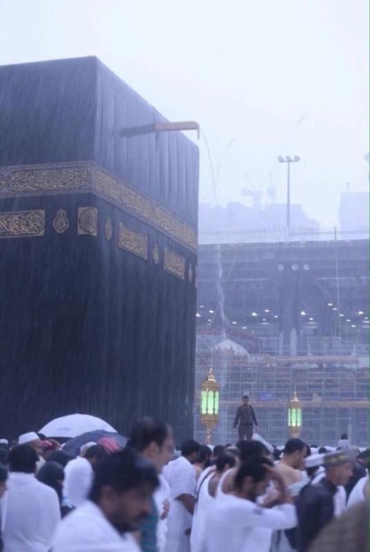 شاهد.. الأمطار تعانق مكة الآن .. قبلةُ الدُّنيا وعشقُ ...