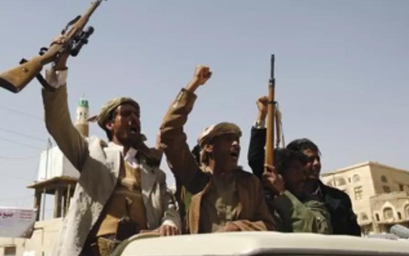 انفجار عنيف يهز مصافي عدن وأنباء عن استهدافها بطائرة مسيرة حوثية