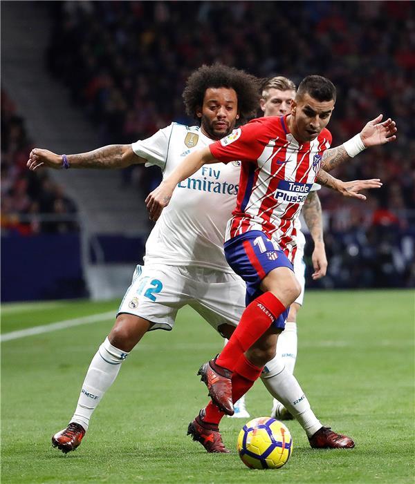 الريال ضد أتلتيكو مدريد .. المدربان يدفعان بالقوة الضاربة.. ومودريتش بديلًا