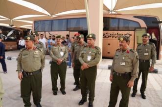 بالصور.. اللواء اليحيى يتابع سير العمل بجوازات منفذ البطحاء - المواطن