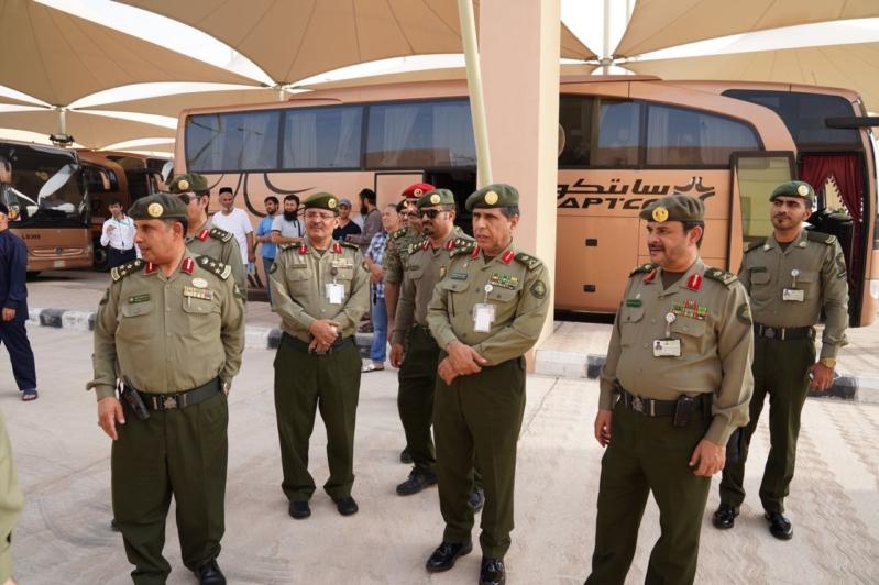 بالصور.. اللواء اليحيى يتابع سير العمل بجوازات منفذ البطحاء