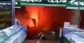 بالفيديو.. لحظة انفجار متجر للألعاب النارية - المواطن