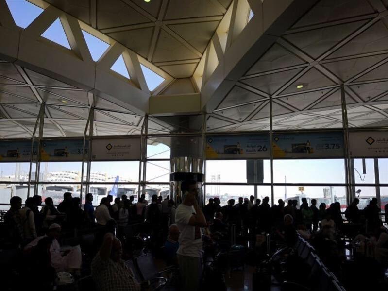 الخطوط السعودية ألغت رحلة مباشرة وأجبرت المسافرين على الترانزيت بعد أن حصَّلت قيمة التذاكر