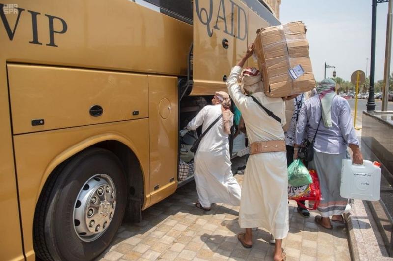 بالصور.. حجاج اليمن والسودان من ذوي الشهداء يودعون مكة إلى المدينة - المواطن