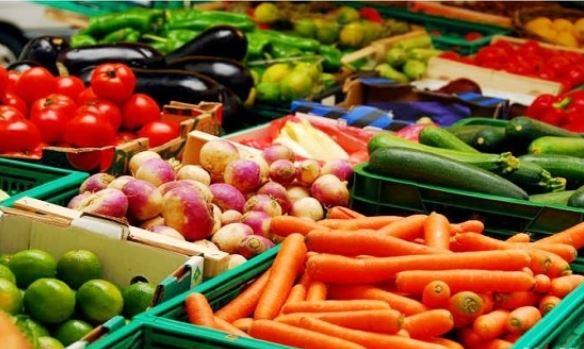 البيئة تفسح 17.9 ألف طن من واردات الخضروات والفاكهة في يوم