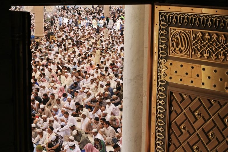 خطيب المسجد النبوي: أقبح المكاسب المحرمة استغلال الوظيفة