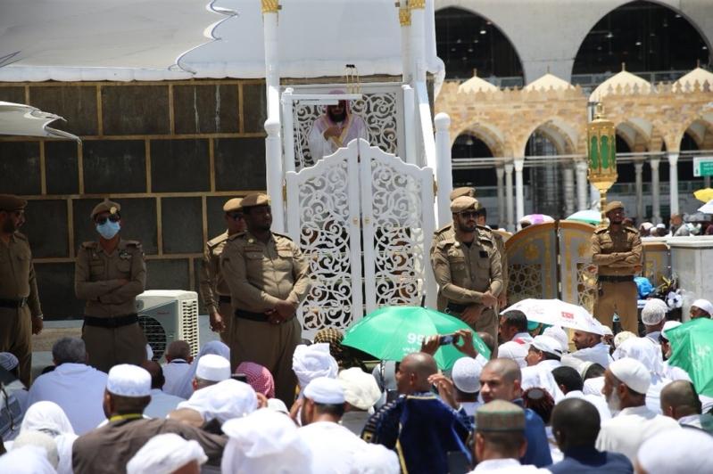 إمام الحرم المكي: رقي المجتمع العربي المسلم في اعتزازه بدينه وتمسكه بلغته