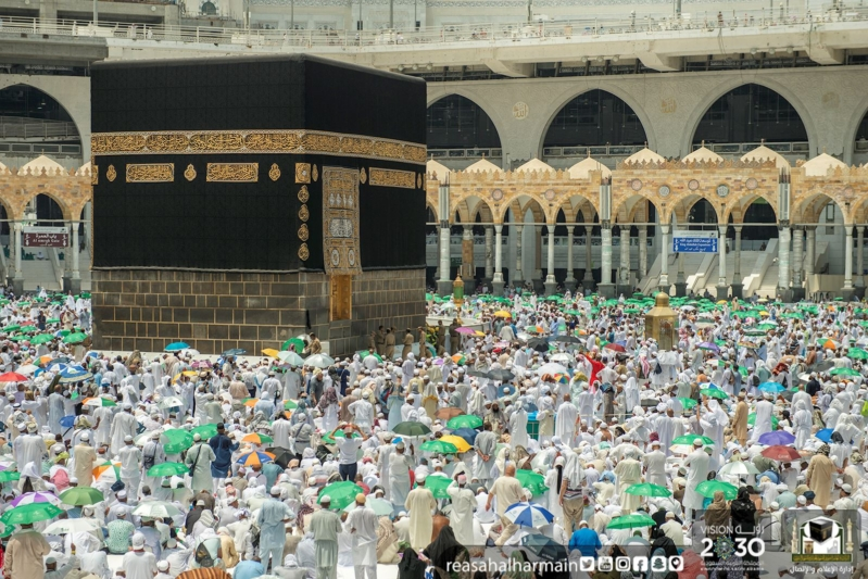 خطيب الحرم المكي: على العاقل أن يقبل على شأنه حافظًا للسانه بصيرًا بزمانه