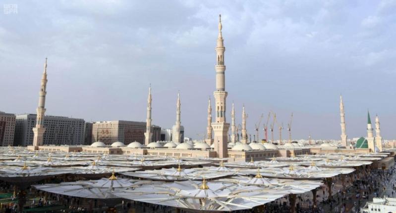 رفع مباسط سوق المناخة تمهيدًا لبدء تبليط الساحات الغربية للمسجد النبوي
