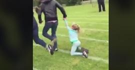 بالفيديو.. أب يسحل طفلته للفوز بمسابقة ركض - المواطن