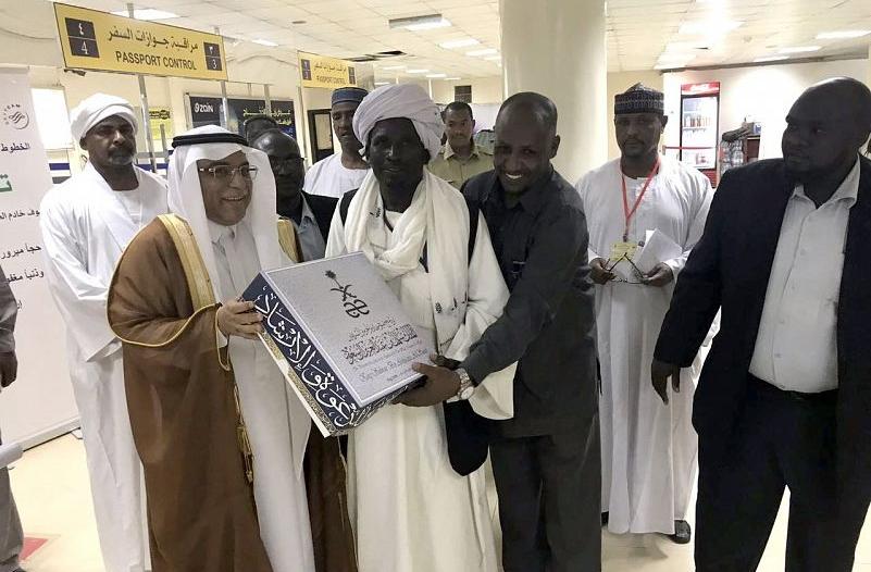 السفير جعفر يودع 500 حاج من ذوي شهداء الجيش السوداني باليمن