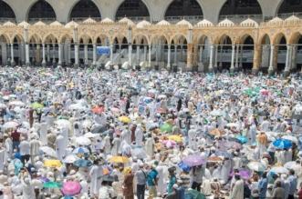 في رحاب المسجد الحرام يحفهم الأمن والسكينة.. ضيوف الرحمن يؤدون صلاة الجمعة - المواطن