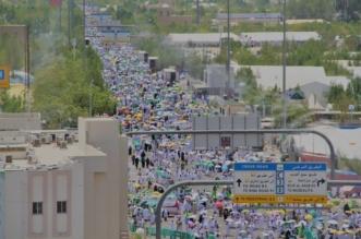 ضيوف الرحمن يكسون جبل الرحمة وشوارع عرفة اللون الأبيض 8