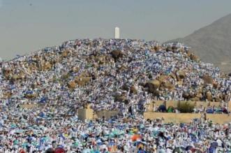 ضيوف الرحمن فوق جبل عرفات ينتظرون النفرة إلى مزدلفة مع غروب الشمس - المواطن