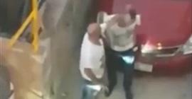 بالفيديو.. لحظة اعتداء لصوص على رجل بالضرب المبرح لسرقته