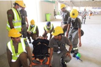 بالصور.. متطوعو المدني يخدمون ضيوف الرحمن في جسر الجمرات - المواطن