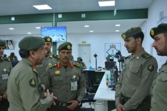 بالصور.. اللواء اليحيى يتفقد سير العمل بجوازات منفذ جديدة عرعر - المواطن