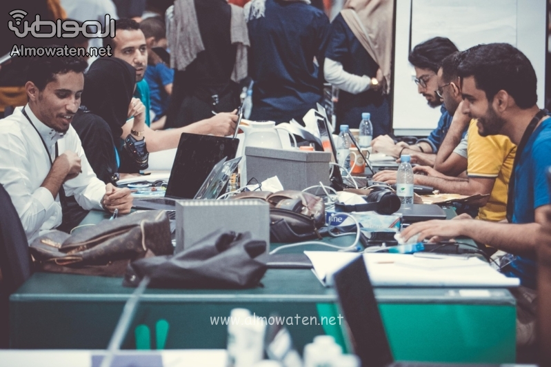 """21 صورة التقطتها عدسة """"المواطن"""" تجسد طموح الشباب المبدع في هاكاثون الحج"""