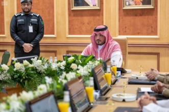شاهد بالصور.. وزير الداخلية يتابع سير العمل بمركز 911 في مكة - المواطن