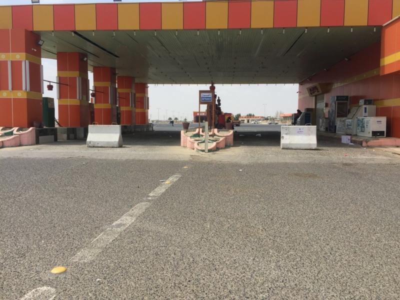 إغلاق محطات الوقود على طريق الساحل يسبب تكدس المركبات - المواطن