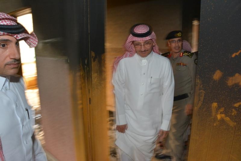 بعد حريق مركز تهامة بللسمر وبللحمر.. ابن لبدة يتفقد الموقع - المواطن