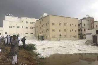 بالفيديو والصور.. السيول تحاصر منازل حي الرصراص بالخميس .. والقوارب لإنقاذ السكان - المواطن