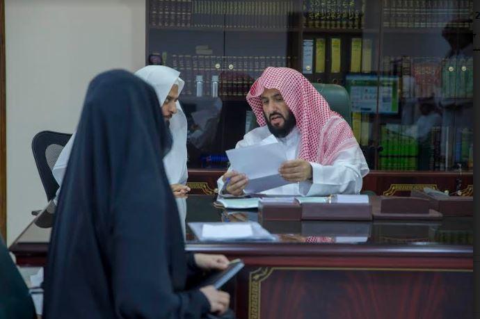 بالصور.. الصمعاني يُطلق ناجز ويتفقّد خدمة المستفيدين في محاكم الأحساء - المواطن