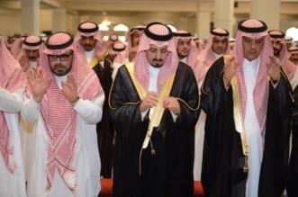 بالصور.. أمير عسير يواسي ذوي الأديب ابن حميد - المواطن
