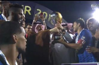 شاهد .. الهلال الذهبي يتسلم كأس السوبر السعودي - المواطن
