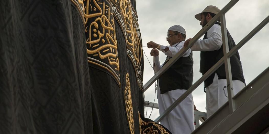 بالصور.. قِبلة المسلمين تتزين بحلتها الجديدة