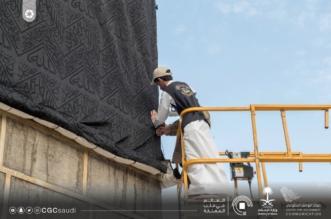 بالصور.. 160 عاملاً يستبدلون كسوة الكعبة المشرفة - المواطن
