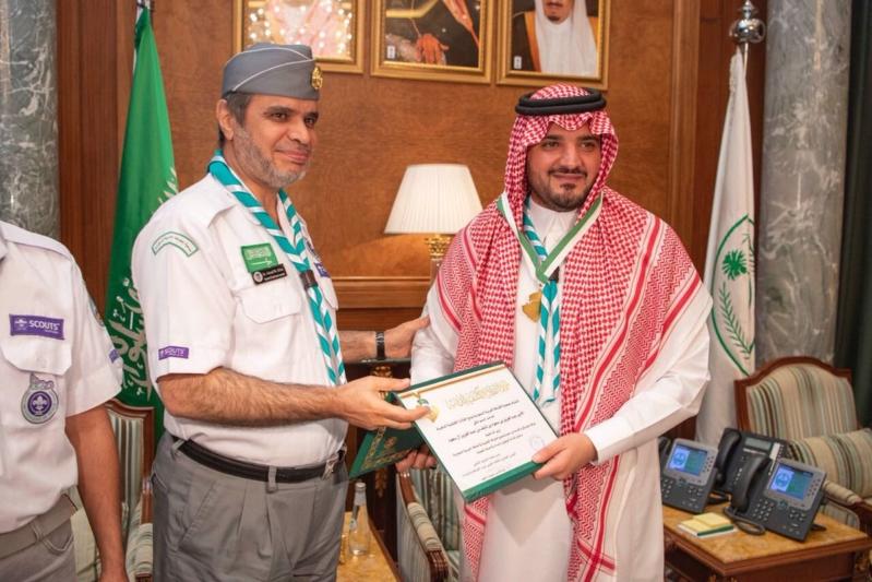 وزير الداخلية يشيد بجهود الكشافة في الحج ويتسلم القلادة الذهبية الكشفية