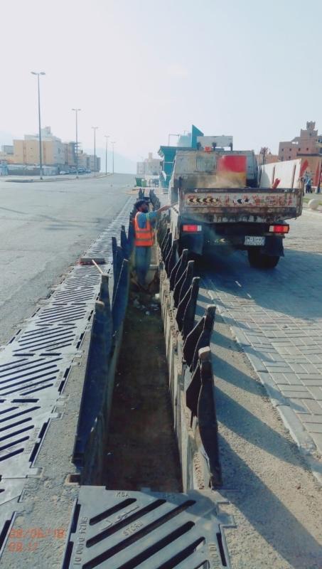 بالصور.. أمانة العاصمة المقدسة تقدم فكرة مبتكرة لمعالجة أغطية مصارف السيول - المواطن