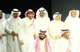 أبناء عسير يكرمون الشاعر التيهاني بعد أمسية مميزة - المواطن