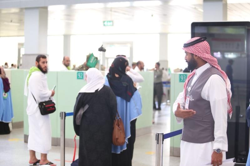بالصور.. حياك يرحب بضيوف الرحمن في مطار الملك عبدالعزيز على طريقته الخاصة