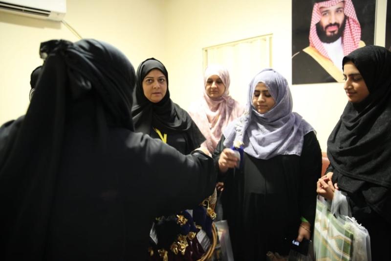 بالصور.. اللجنة النسائية بجنوب آسيا تدير أعمال المؤسسة في المشاعر - المواطن