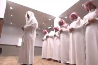 بالفيديو.. حالات وقوف المأموم يمين الإمام في الصلاة - المواطن