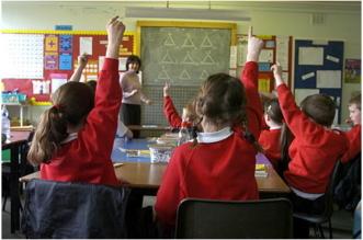 التعنت البريطاني يمنع أبناء اللاجئين من دخول المدارس - المواطن