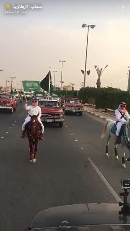 الخيول العربية والسيارات التراثية تجذب الأنظار في الأرطاوية