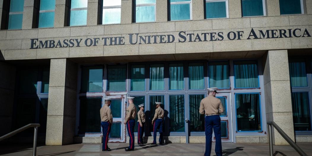تعرض الدبلوماسيين الأمريكيين في كوبا لأسلحة مايكروويف يحير الأطباء