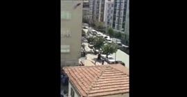 شاهد.. لحظة انتحار رجل من فوق بناية