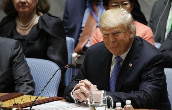 ترامب يتوعد إيران والمتواطئين معها