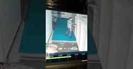 شاهد.. رجل يسرق الأحذية من مسجد! - المواطن