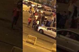 فيديو مستهجن .. مضاربة جماعية بين شباب وفتيات بمنتزه في محايل - المواطن