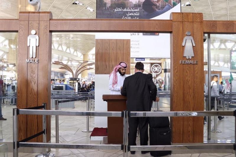 تطوير منطقة تفتيش المسافرين في الصالات الدولية بمطار الملك خالد الدولي