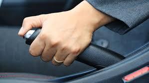5 طرق لإيقاف سيارتك حال تعطل المكابح - المواطن
