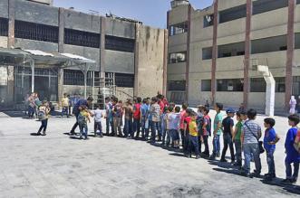 بشار يجمل وجهه القبيح بعودة الطلاب للمدارس التي قصفها - المواطن