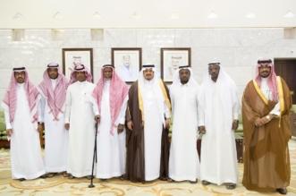أمير الرياض بالنيابة يستقبل مواطنين تنازلوا عن قاتل أخيهم - المواطن