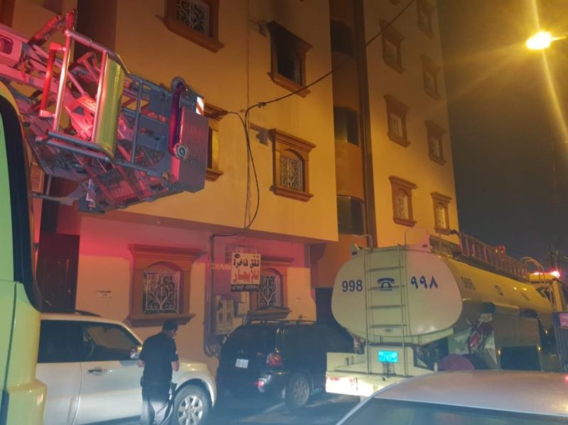 إخلاء 12 سيدة و10 أطفال بسبب حريق شقة في خميس مشيط